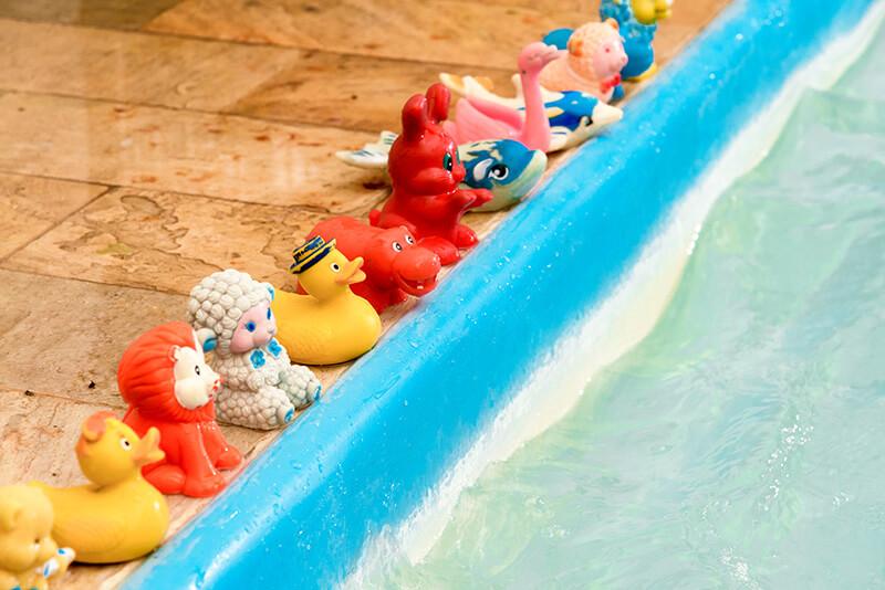 Prontos para pular na piscina