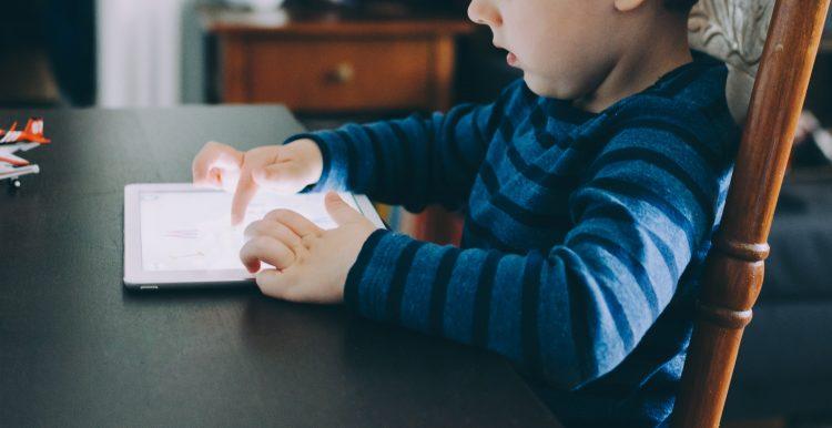 criança e tecnologia